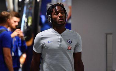 Chelsea ia cakton çmimin e largimit, skuadrat e mëdha pas Batshuayit