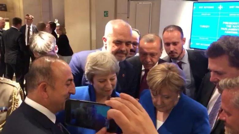 Rëndësia e futbollit: Liderët mblidhen për ta shikuar momentin final të ndeshjes Kroaci-Angli