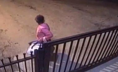 Ankoheshin për probleme të mëdha financiare, familjarët e lënë gruan e moshuar në Brazil para shtëpisë së pleqve (Video)