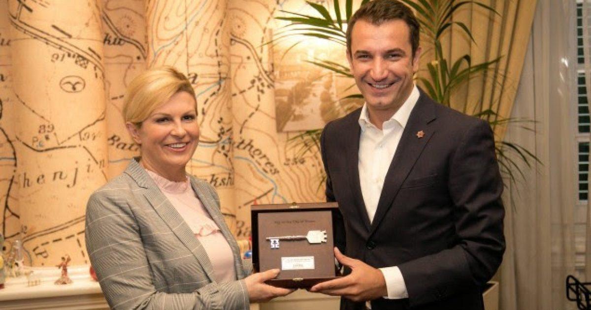 """Veliaj ia jep """"Çelësin e Qytetit"""" presidentes kroate, Kolinda Kitaroviq"""
