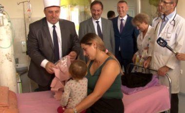 Tërnava dorëzon dhurata për fëmijët në QKUK