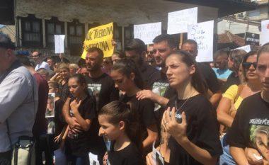 Vëllai i viktimës në Gjakovë: Shteti e ka neglizhuar çështjen e motrës sime (Video)