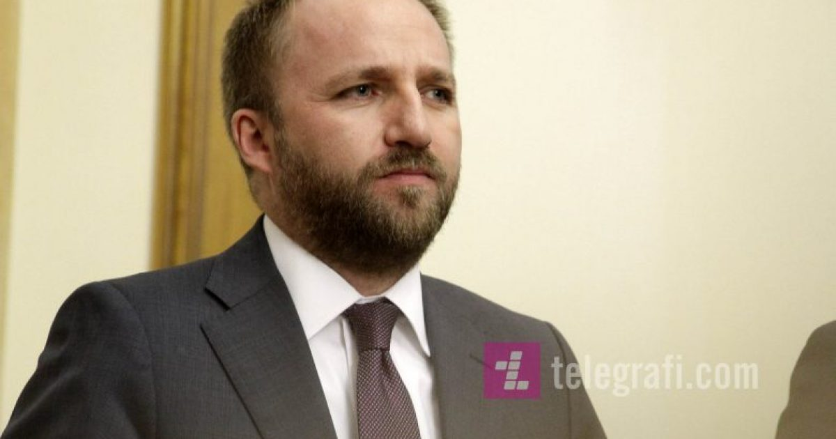 Vrasja e dyfishtë në Gjakovë, reagon ministri Tahiri: Ata që kanë neglizhuar detyrën, do të dalin para përgjegjësisë