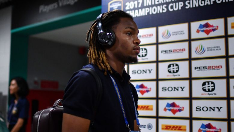 SINGAPORE - JULY 27: Renato Sanches #35 of FC Bayern Muenchen arrives during the International Champions Cup match between FC Bayern Munich and FC Internazionale at National Stadium on July 27, 2017 in Singapore.  (Photo by Thananuwat Srirasant/Getty Images  for ICC)