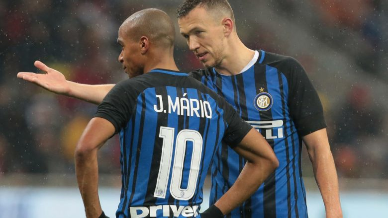 MILAN, ITALY - DECEMBER 27:  Ivan Perisic of FC Internazionale Milano (R) speaks with his teammate Joao Mario during the TIM Cup match between AC Milan and FC Internazionale at Stadio Giuseppe Meazza on December 27, 2017 in Milan, Italy.  (Photo by Emilio Andreoli/Getty Images)