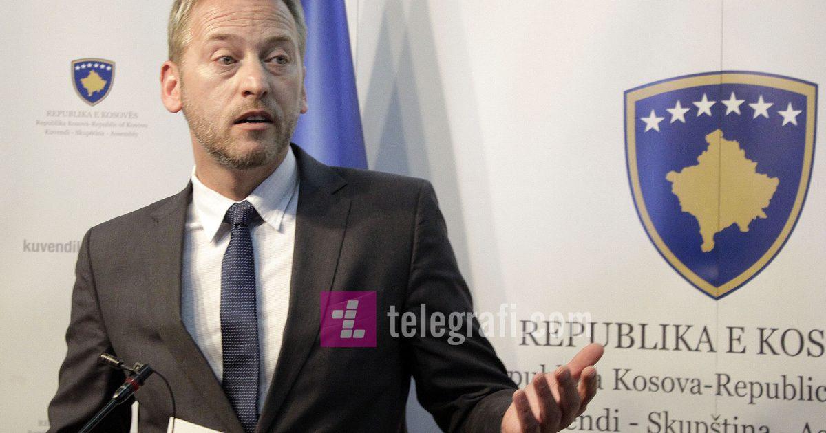 Deda: Marrëveshja Thaçi – Vuçiq është e shkruar, qindra kilometra do t'i jepen Serbisë
