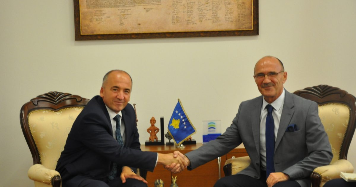 Ministri Gashi priti në takim kryetarin e komunës së Pejës