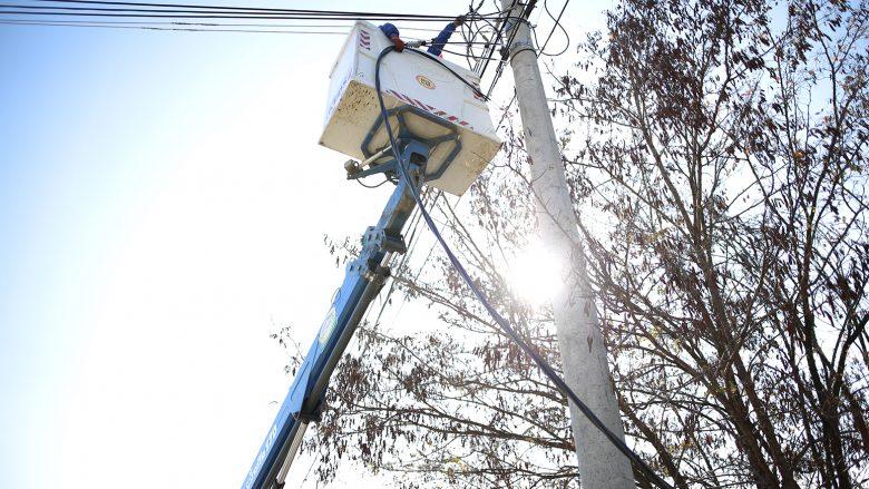 Rreth 200 shtëpi të Dobratinit përfitojnë nga rrjeti i ri elektrik