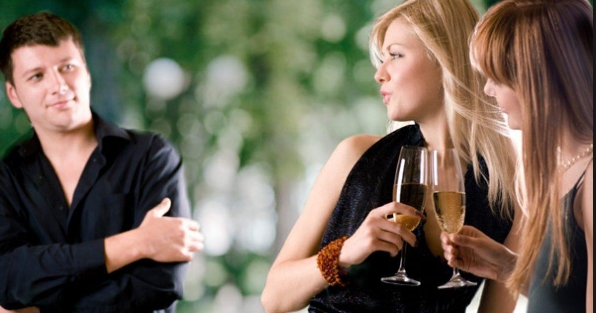 Si duhet të veprojnë meshkujt për t'u dukur më joshës në sytë e femrave