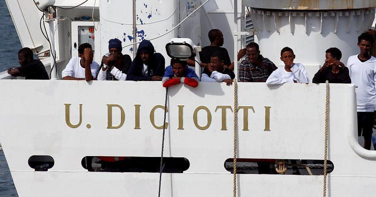 BE del kundër marrëveshjes Shqipëri-Itali, për emigrantët