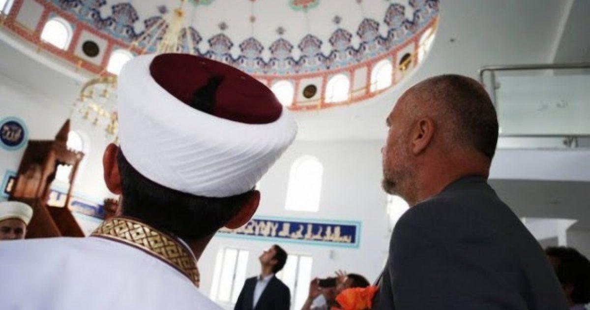 Me pamje të xhamive të Shqipërisë, Rama uron Kurban Bajramin (Video)