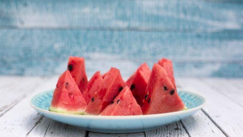 Ushqimet që duhet t'i hani për t'u freskuar në ditët e nxehta të verës