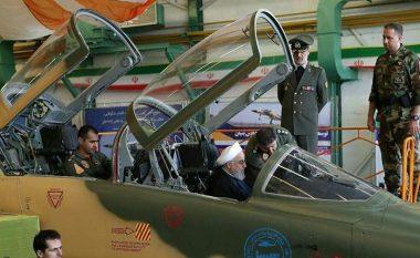 """Irani zbulon aeroplanin e parë luftarak """"prodhim vendor"""" – mediat shkruajnë se ngjanë me një aeroplan amerikan të viteve 70-ta (Foto)"""