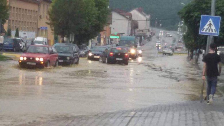Gjendje e rëndë nga vërshimet në Suharekë (Foto)