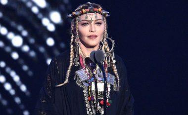 E nisi fjalimin si homazh për Franklin, por më shumë foli për vetveten Madonna