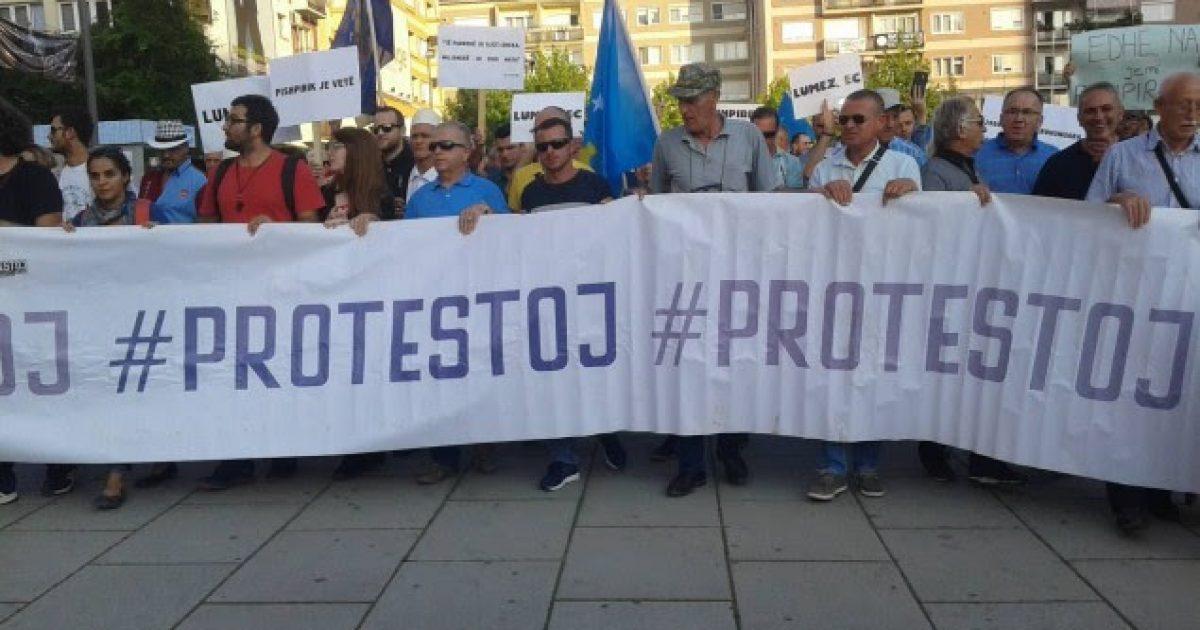 Qytetarët shprehen të vendosur të protestojnë deri në shkarkimin e Lumezit