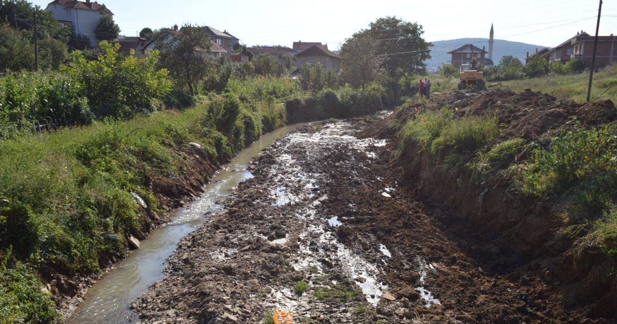 Fillon rregullimi i një pjese të shtratit të lumit Mirusha