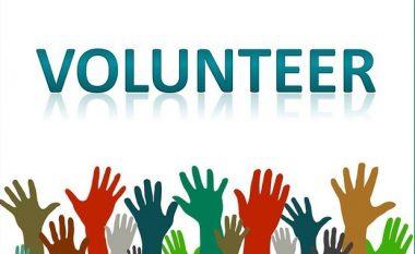 Puna vullnetare – praktikë e dobishme që po i plotëson personalisht dhe profesionalisht të rinjtë