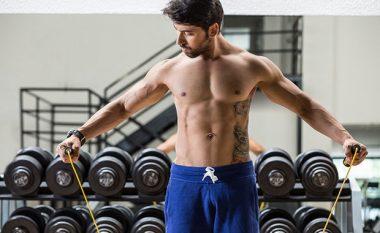 Si të ndërtoni muskuj shpejt: Pesë truqe për të gjithë ata që nuk po vërejnë rezultate