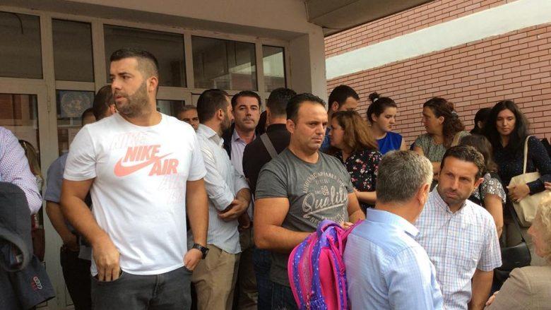 """Nxënësit e shkollës """"Daut Bugujevci"""" vazhdojnë ta bojkotojnë mësimin"""