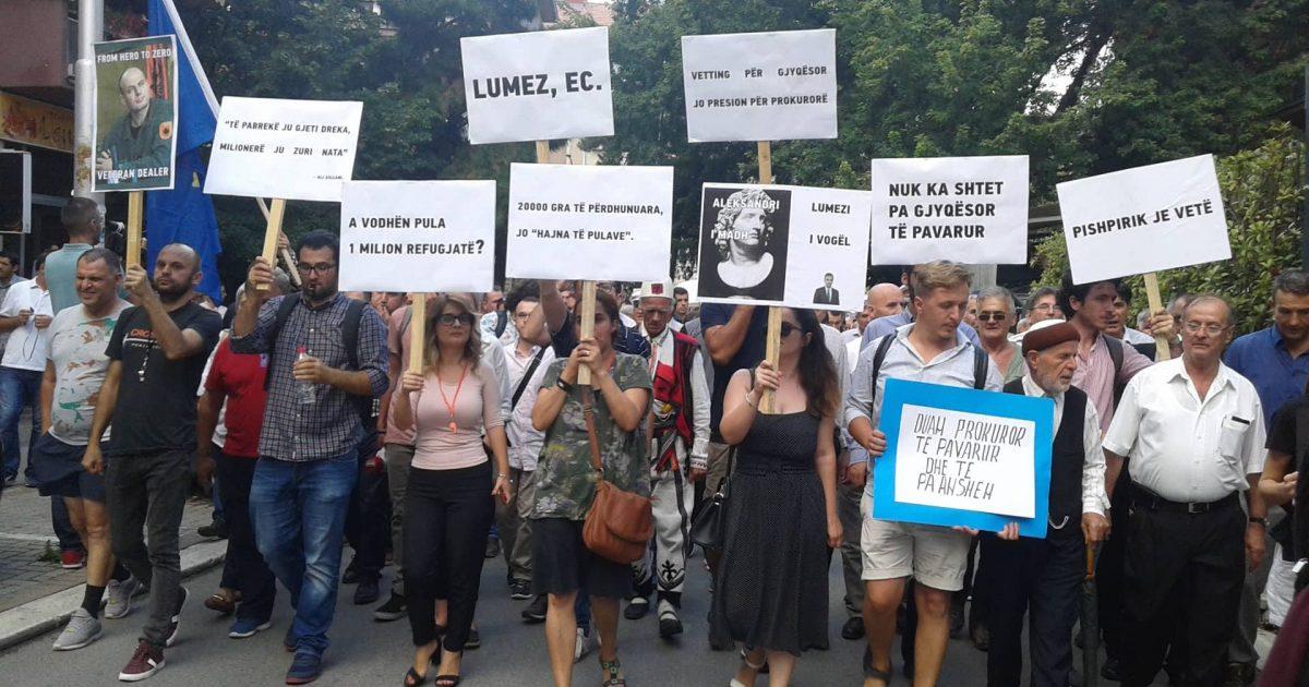 Protestohet për shkarkimin e Lumezit