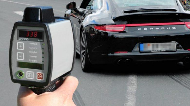 Shpejtësi marramendëse në rrugët e Austrisë, vozitësi kapet duke vozitur 338 km/h