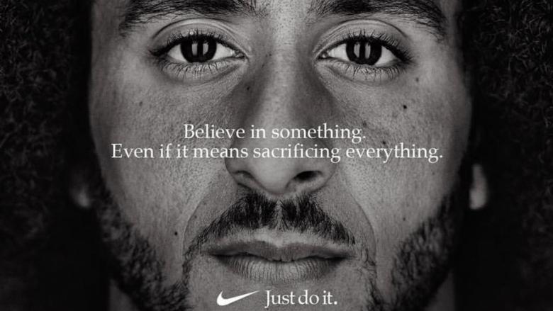 Sakrifica e Colin Kaepernick dhe lëvizja gjeniale e marketingut nga Nike që bashkoi botën kundër Trumpit, pabarazisë dhe racizmit!