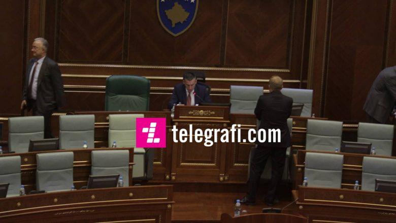 Fillon seanca e Kuvendit, edhe pse nuk ka numër të mjaftueshëm të deputetëve