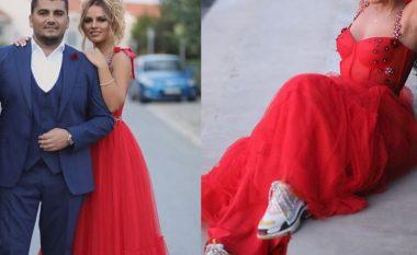 Bashkëshortja e Ermalit, Ariana Fejzullahu rrëmben vëmendjen me fustanin e kuq elegant të kombinuar me atlete