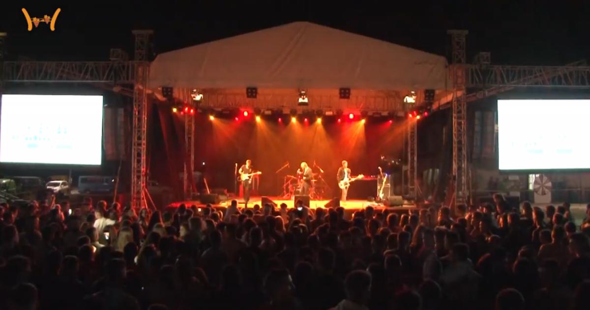 """Grupi nga Suedia befasoi të gjithë, Madmans Choice performoi """"Xhamadani Vija Vija"""" në HardhFest"""