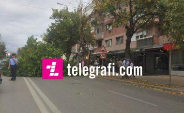 Prishtina përfshihet nga erërat e forta, Ahmeti u bën thirrje qytetarëve të qëndrojnë në ambiente të mbyllura (Foto)