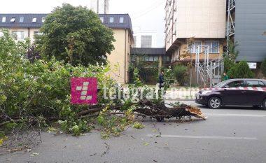 Erërat e forta, mbi 20 dëme në Prishtinë – diku është vënë në rrezik edhe jeta e njerëzve (Foto)