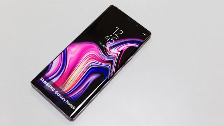 Një Galaxy Note 9 morri flakë në çantën e një gruaje