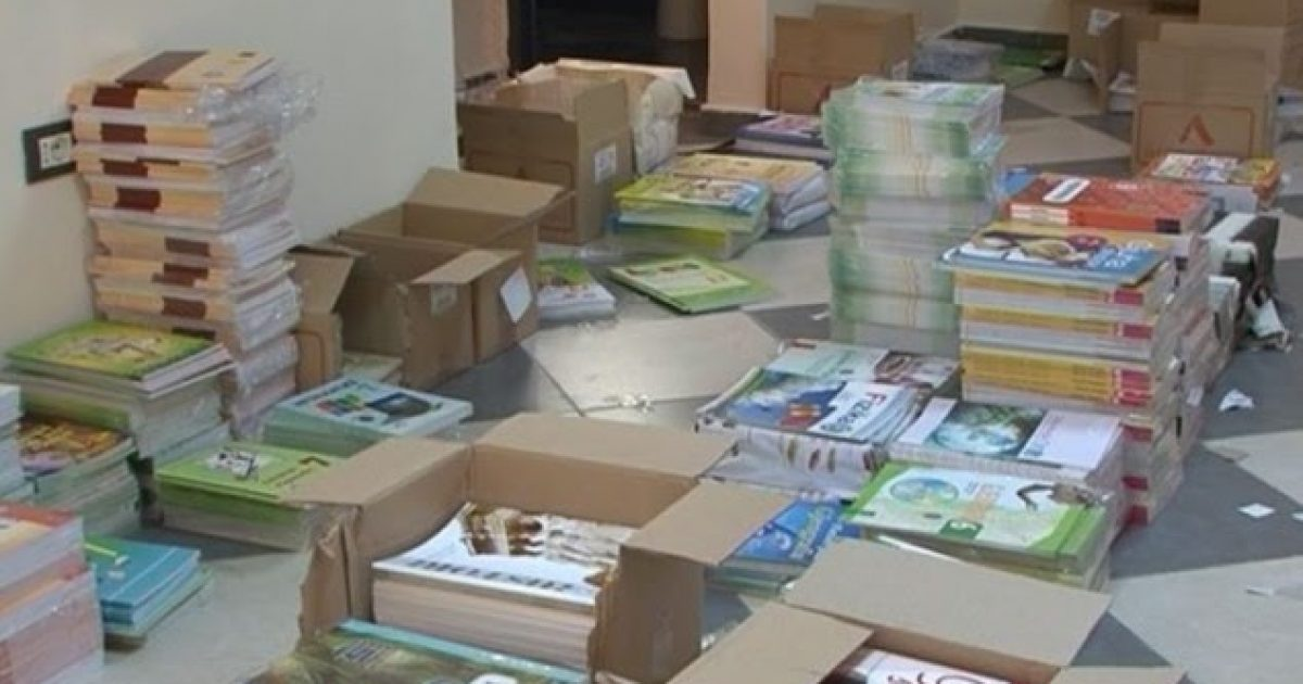 Nxënësit pa libra, institucionet ia hedhin fajin njëra-tjetrës