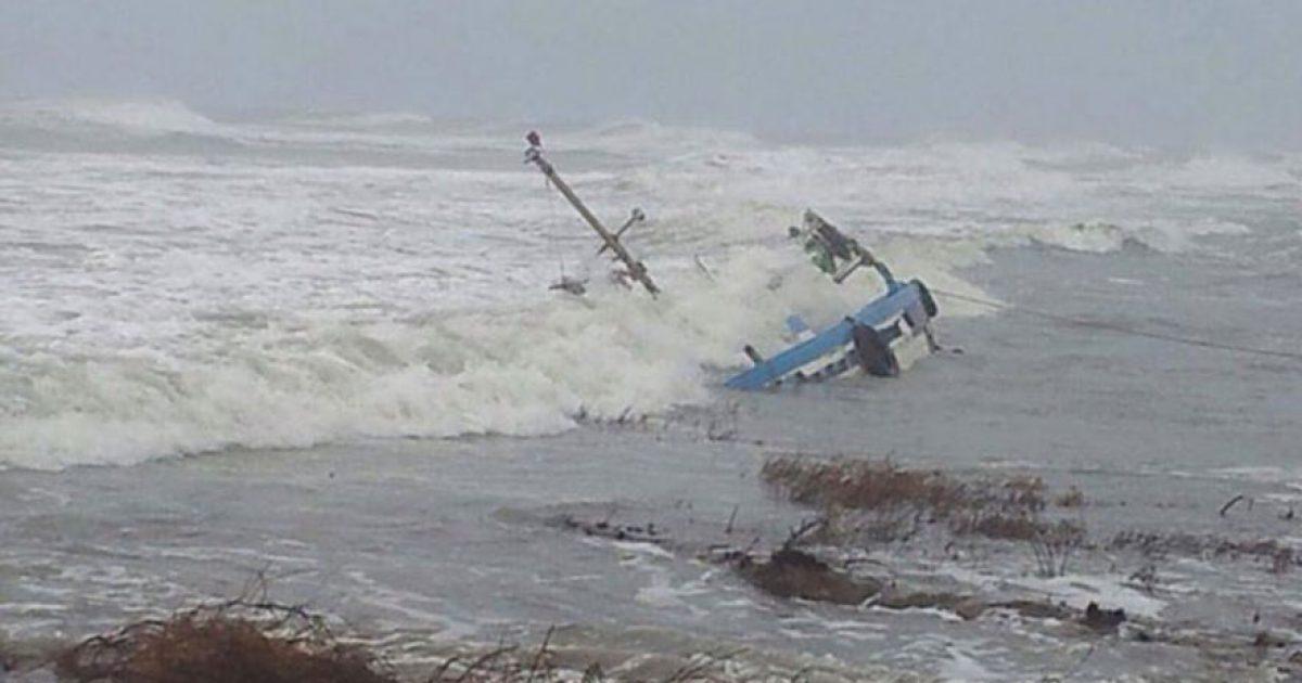 Mbytet anija pranë grykëderdhjes së Semanit, shpëtohen katër peshkatarët
