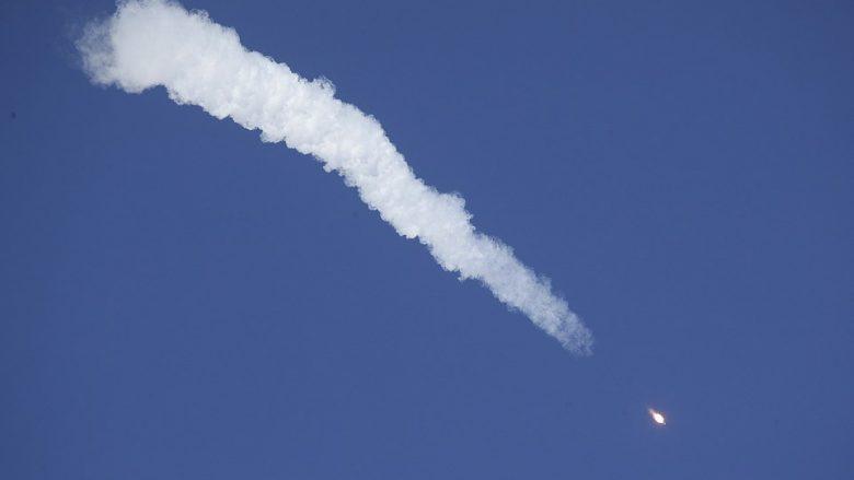 Momenti kur anija kozmike pëson defekt dhe astronautët detyrohen të bëjnë ulje emergjente (Video)