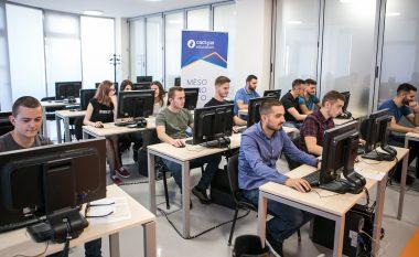 Diplomon gjenerata e parë e studentëve në Cacttus Education