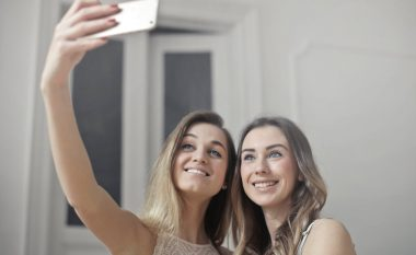 Femrave më shumë iu pëlqejnë shoqet e ngushta sesa burri