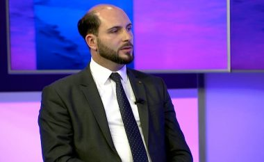 Maliqi, drejtor shkolle në Prishtinë: Sipas raportit të BB, të sapodiplomuarit në Kosovë kanë mangësi të njohurive afërsisht 5.1 vite të shkollimit (Video)
