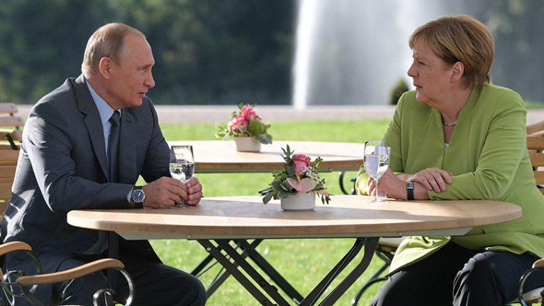 Deputeti gjerman tregon se a kanë biseduar Merkel dhe Putin për kufijtë e Kosovës (Video)