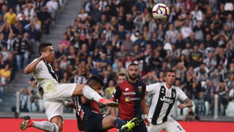 Cristiano Ronaldo në tentim për të shënuar ndaj Genoas (Foto: Tullio M. Puglia/Getty Images/Guliver)