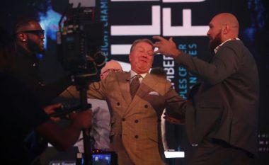 Wilder dhe Fury konfrontohen në skenë, ndërpritet konferenca e parë për media pas ndërhyrjes së sigurimit