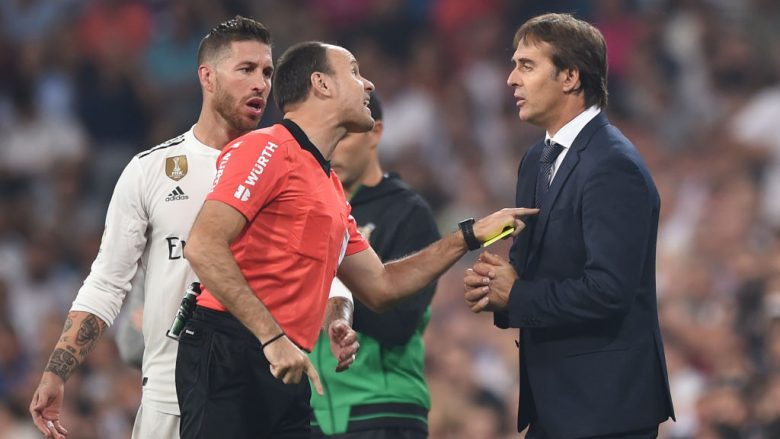 MADRID, SPAIN - SEPTEMBER 22:  Referee Antonio Miguel Mateu has a word with Julen Lopetegui, head coach of Real Madrid  during the La Liga match between Real Madrid CF and RCD Espanyol at Estadio Santiago Bernabeu on September 22, 2018 in Madrid, Spain. (Photo by Denis Doyle/Getty Images,)