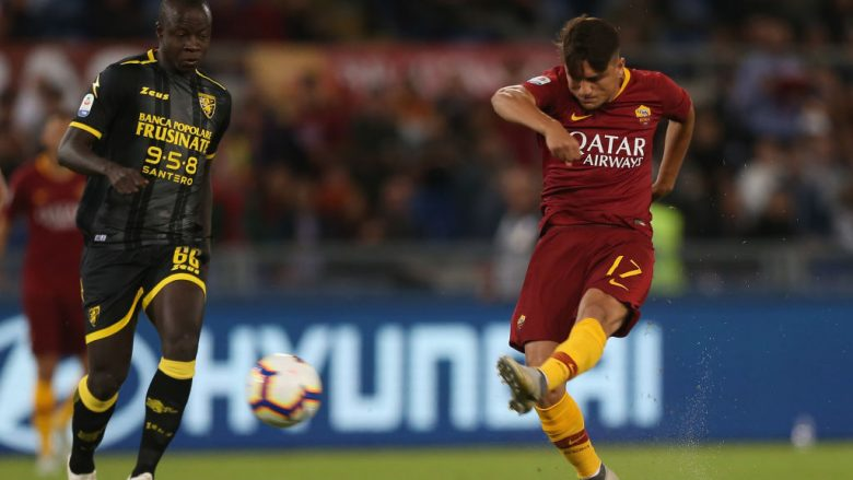 ROME, ITALY - SEPTEMBER 26:  Cengiz Under of AS Roma scores the opening goal during the Serie A match between AS Roma and Frosinone Calcio at Stadio Olimpico on September 26, 2018 in Rome, Italy.  (Photo by Paolo Bruno/Getty Images)