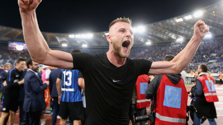 ROME, ITALY - MAY 20:  Milan Skriniar of FC Internazionale celebrates the victory after the Serie A match between SS Lazio and FC Internazionale at Stadio Olimpico on May 20, 2018 in Rome, Italy.  (Photo by Paolo Bruno/Getty Images)