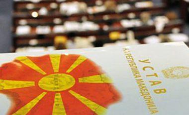 """Miratohen ndryshimet kushtetuese, 81 deputetë votuan """"për"""" Maqedoninë e Veriut"""
