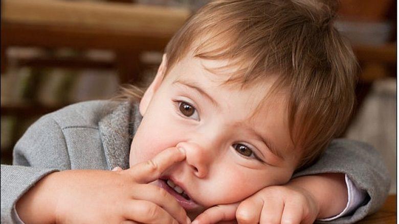 Futja e gishtit në hundë mund ta shpërndajë pneumoninë