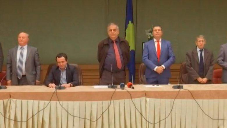 Kurti vazhdon ta injorojë himnin e Kosovës