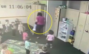 Prindërit publikojnë pamjet e abuzimit të fëmijës së tyre në një kopsht në Sarajevë (Video)