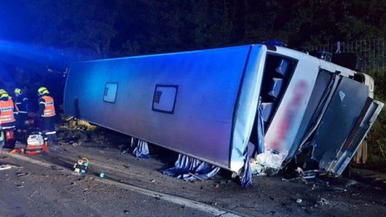 Një autobus nga Maqedonia aksidentohet në Austri, lëndohen disa persona (Foto)
